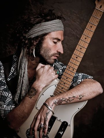 1000  images about leiva on Pinterest | Ales, Alex o'loughlin and ...