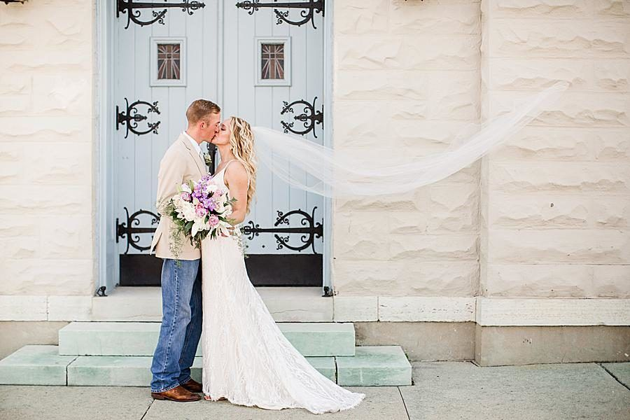 This Springtime Wedding In Dayton Ohio Featured Gorgeous Pastels Rose Gold Accents And A Han Knoxville Wedding Photographer Groom In Jeans Knoxville Wedding