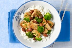 Turkey, Broccoli and Almond Stir-Fry | #JennieO #SwitchToTurkey