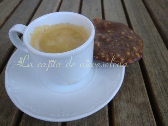 Crujientes de avellanas y nueces para el café