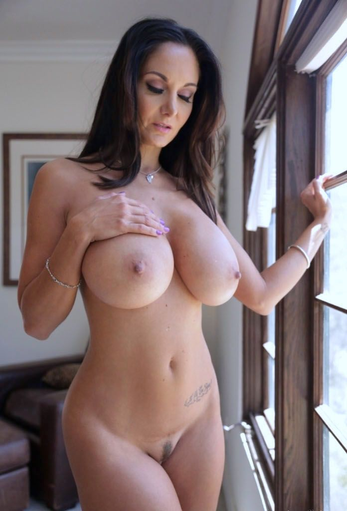 Big women body small boob