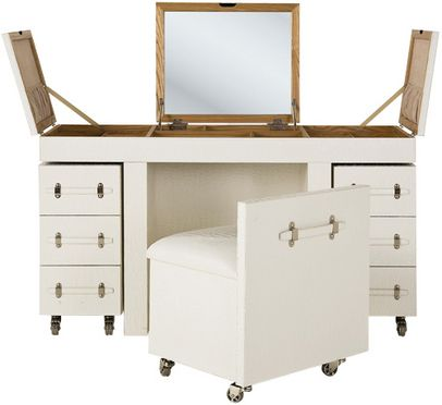 Isn't it great? Perfect to organize jewelry, makeup, or whatever you need.