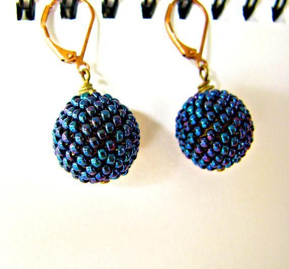 boucles d 39 oreilles peyote 3d boules perles perl es aubergine m tallique iris e en perles. Black Bedroom Furniture Sets. Home Design Ideas