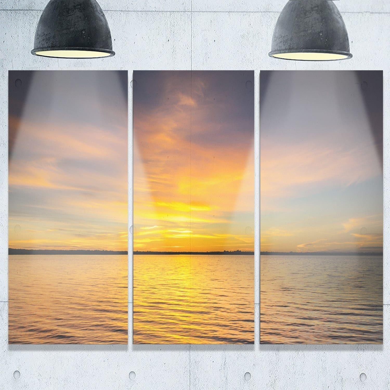 Designart - Yellow Sunrise Light Hitting Waters - Seashore Glossy ...