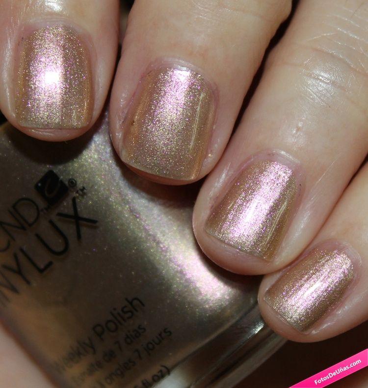 Uñas con brillos dorados y rosas. #Nails #Purpurina #NailArt #Manicure #Simple