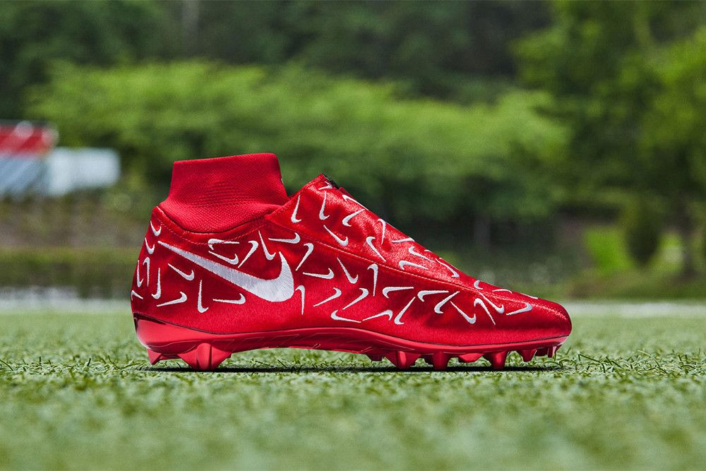 Odell Beckham Jr Latest Cleats Are Covered In Mini Swooshes Odell Beckham Jr Beckham Jr Custom Football Cleats