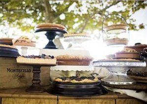 perfect rustic dessert table.