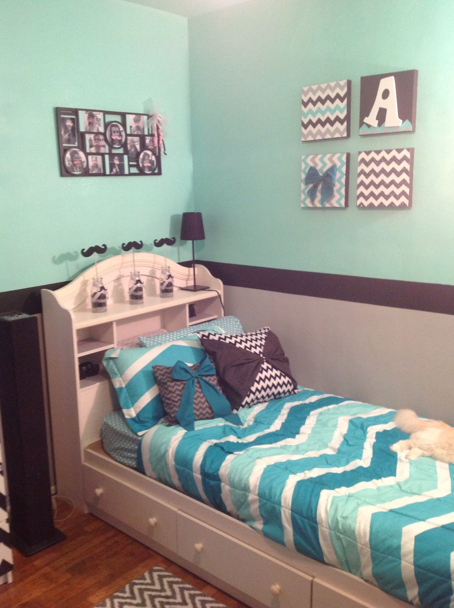 Grey mint green and black chevron room cuteness Green room decorating ideas