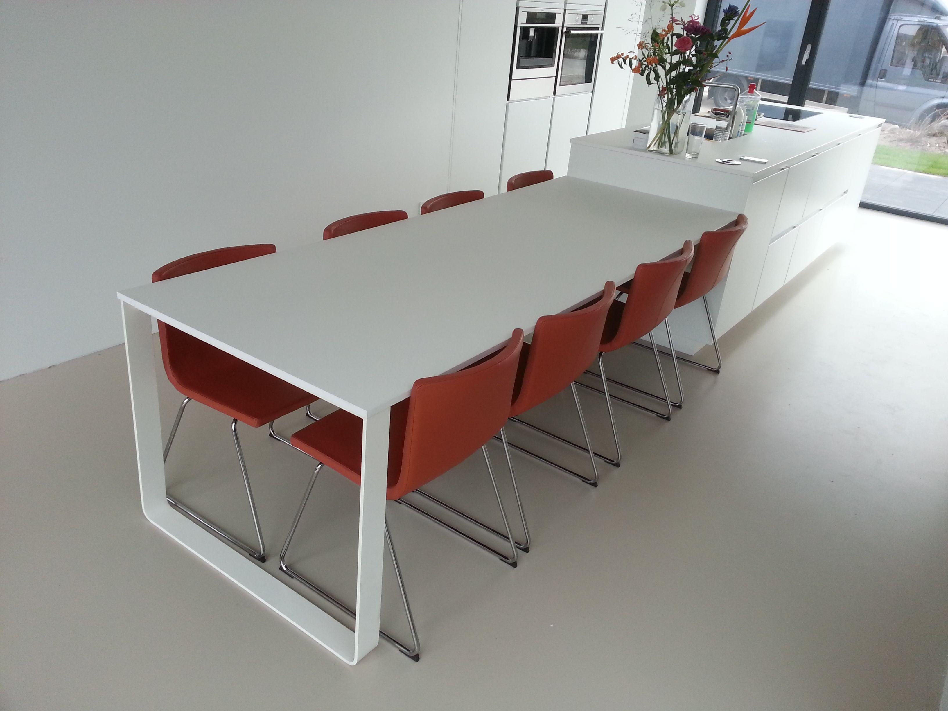 Kookeiland Uitschuifbare Tafel : Witte tafel aan kookeiland met corian tafelblad ideeën woonkamer