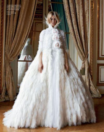 so dick gefüllt von Pelz Brautkleid in Winter zu tragen ...
