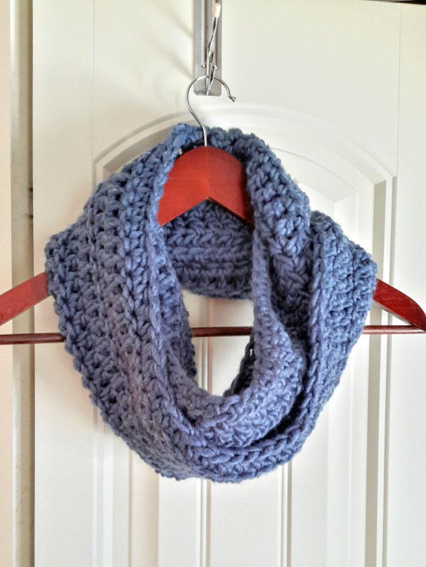 0fb1095b052f Foulard infini au crochet, écharpe femme, foulard bleu, long foulard deux  tours, col , snood femme de la boutique Agadoux sur Etsy