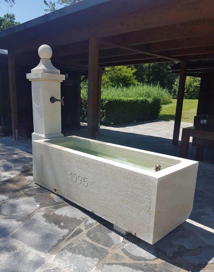 Alain Bidal la bac de cette fontaine artisanale signée alain bidal est en pierre