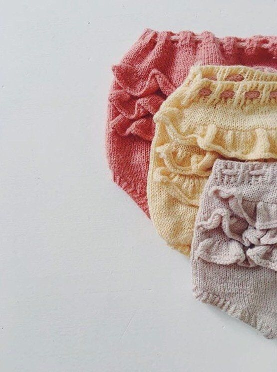 Ruffled baby bloomers knitting pattern