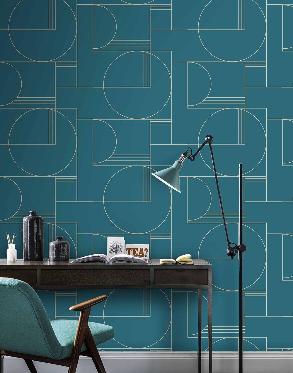 un papier peint graphique bleu paon 4 murs mid century. Black Bedroom Furniture Sets. Home Design Ideas