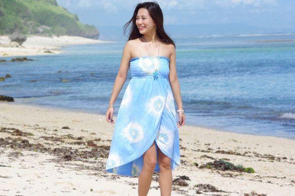 タイダイ染めのチューブトップドレス <ブルー>