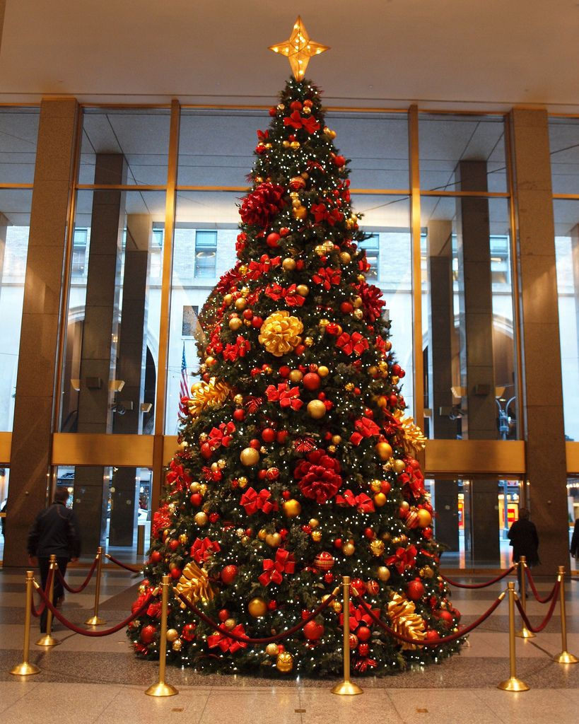 Christmas Tree in the MetLife Building Lobby, Grand Central Terminal ...