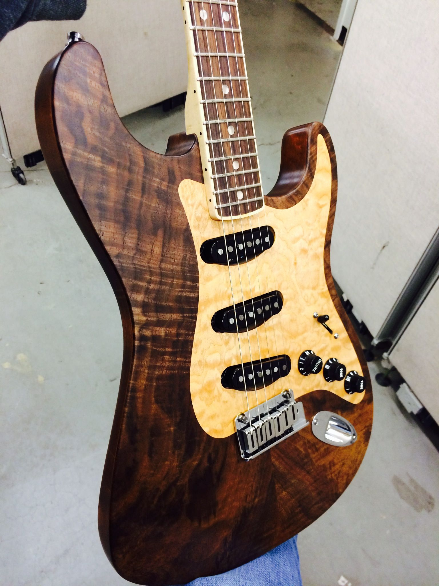 WOW Super rare super limited Fender Stratocaster inlaid pickguard inlaid rosewood fretboard