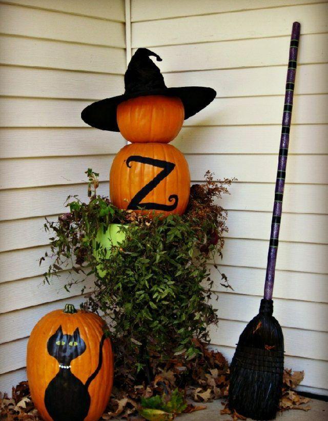 Herbst Deko Ideen Arrangements Mit Kurbissen Fur Draussen Halloween Deko Ideen Halloween Deko Halloween Deko Garten