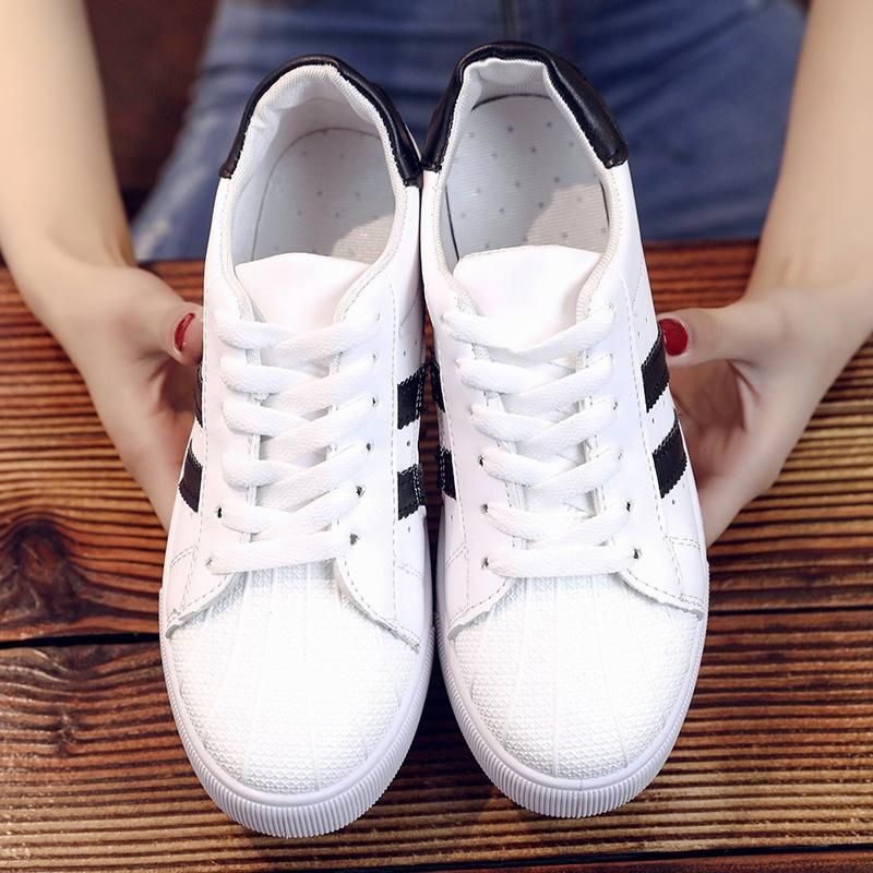 WHITE SNEAKERS FLAT SOLE TREND 2019