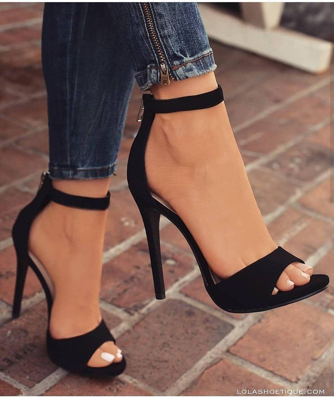 Sandálias | Saltos bonitos, Sapatos, Sapatos bonitos