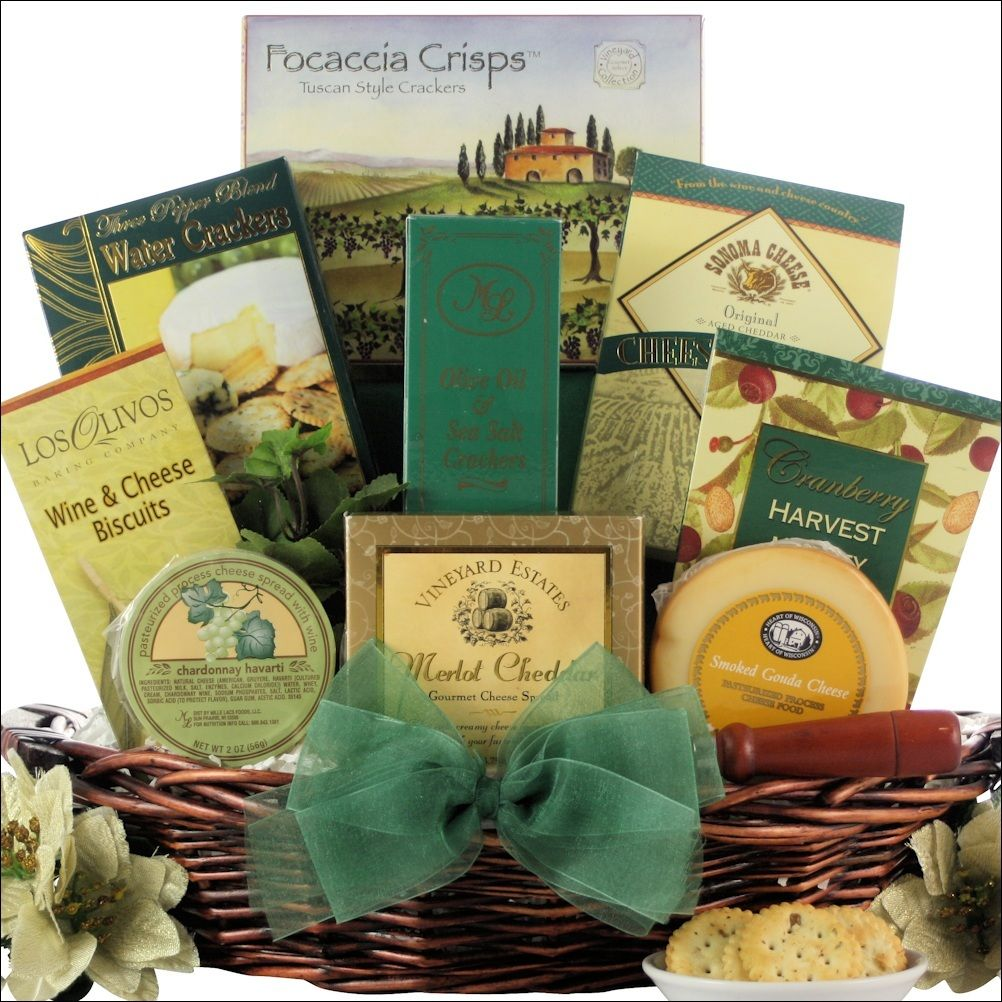 Holiday Cheese Delights: Cheese Holiday Christmas Gift Basket | want ...