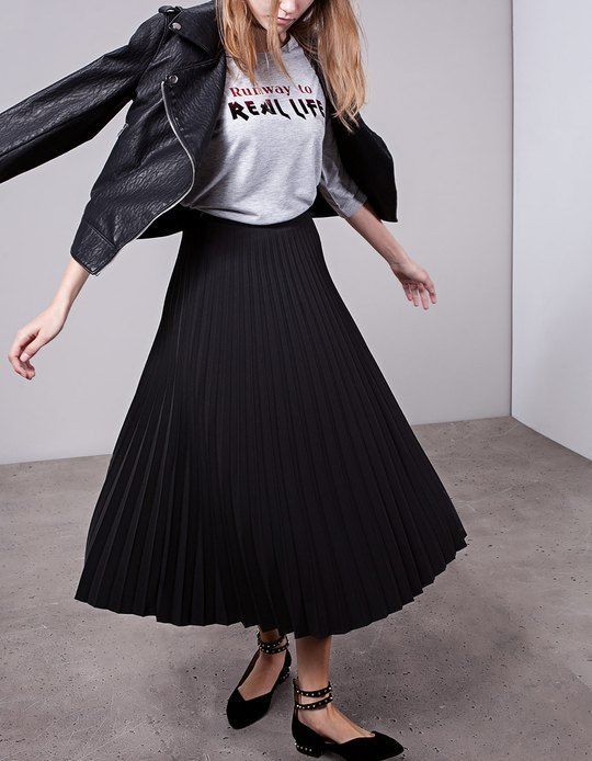 197a9ec44f Stradivarius Pleated skirt | outfit in 2019 | Midi skirt outfit ...