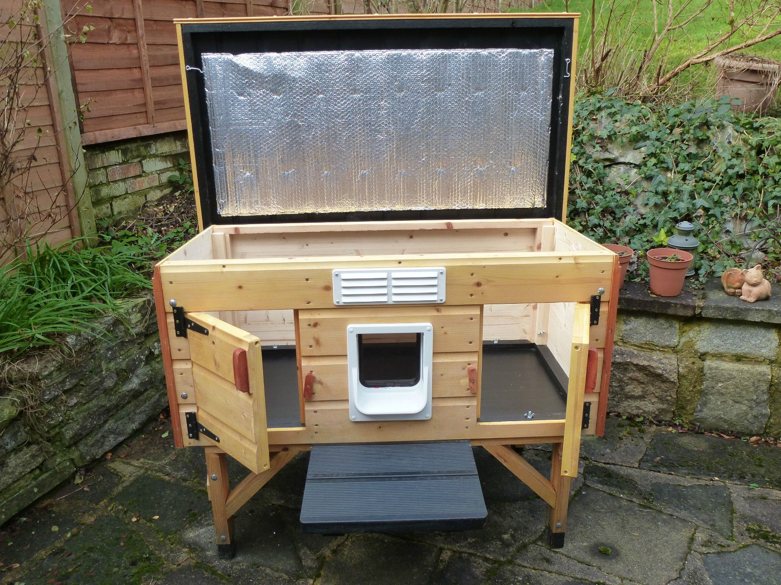 Wooden Outdoor Cat House Shelter For Up To 2 Cats Quality Build Vgc Ebay