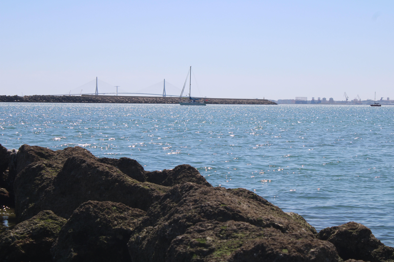 embarcaciones de recreo fondeadas en la ensenada del aculadero