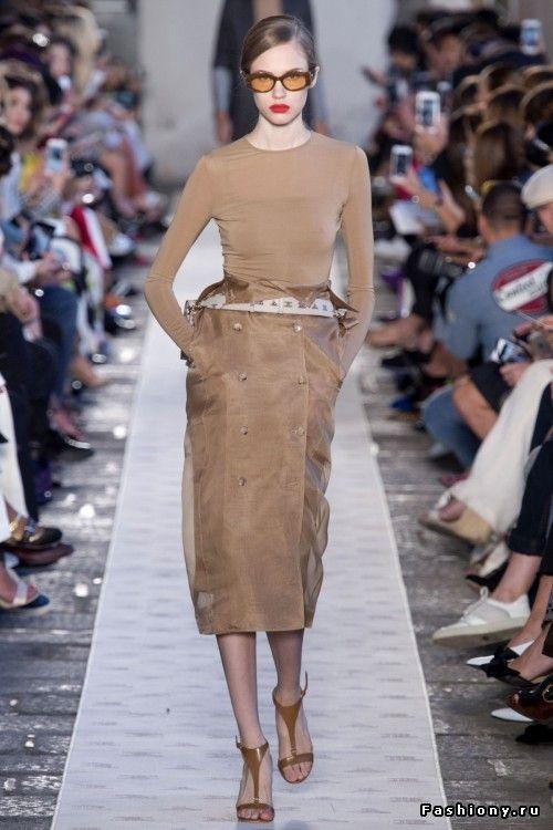 Max Mara Весна-Лето 2018   Женская мода 2018 в 2018 г.   Pinterest ... 7760bad0e47