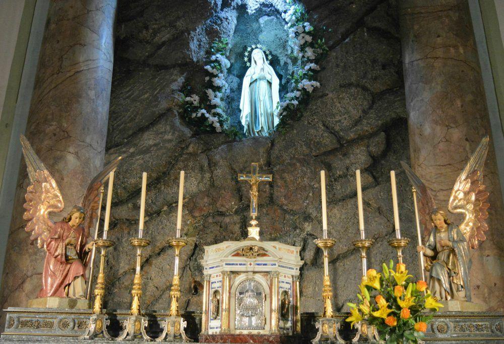 Parroquia Nuestra Señora De Lourdes Y San Vicente De Pallotti Sagrario E Imagen De La Virgen Painting Art