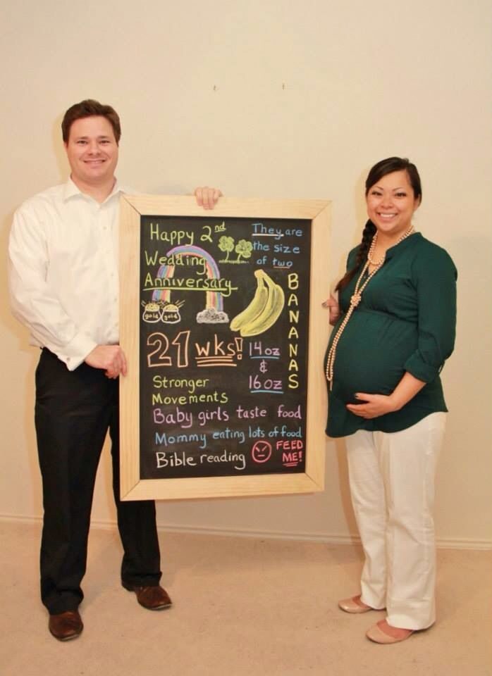 Baby Board: Belly Bump at 21 weeks pregnant with Twins. They are the size  of bananas