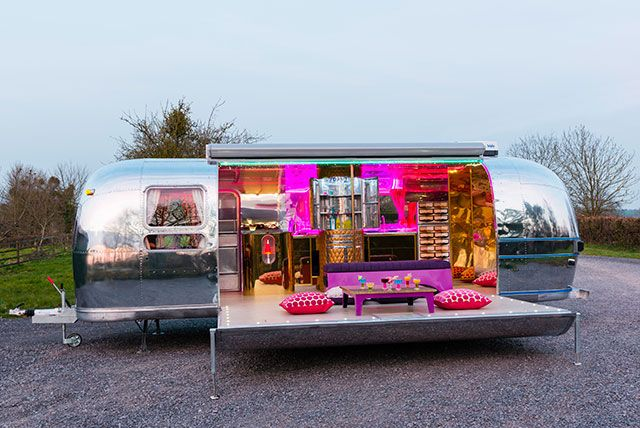 the dubai airstream glamping pinterest caravane roulotte et espaces minuscules. Black Bedroom Furniture Sets. Home Design Ideas