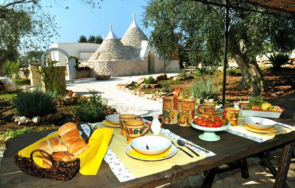 Trullo Ulivi- Courtyard Breakfast