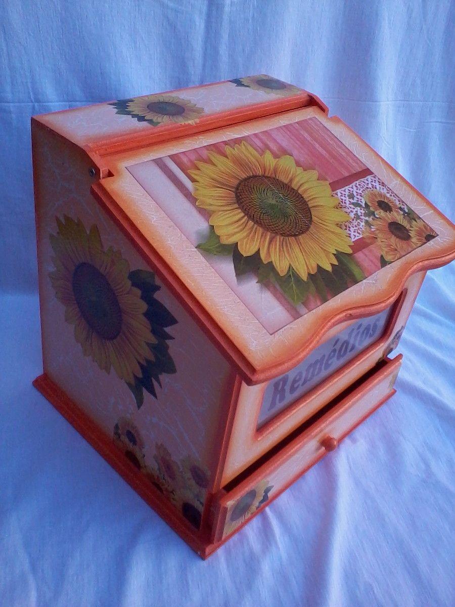 Pintura e decoupagem em mdf. <br>Caixa com espaço e gaveta.