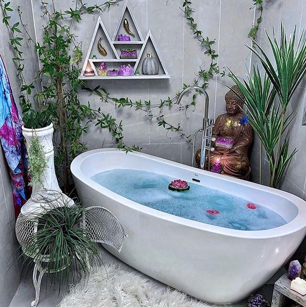 Cu ajutorul decoratiunilor potrivite, iti poti transforma casa intr-o adevarata oper de arta!  #homedesignidea #classy #allwhite  #dreamhouse #dreamfurniture #minimalistic #dreamydesign #homebeauty #classyfurniture #ig_design #designmood #decoryourho#bathroom #bathroomgoals #natureinspired