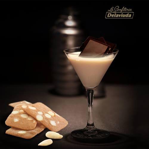 Cóctel Chocolate Flip.  Ideal para acompañar con unas láminas de almendra… ¡Mmmmmmmm!  Receta: https://www.facebook.com/LaConfiteriaDelaviuda/photos/a.168361756592410.36082.165205586908027/682159825212598/?type=1&theater