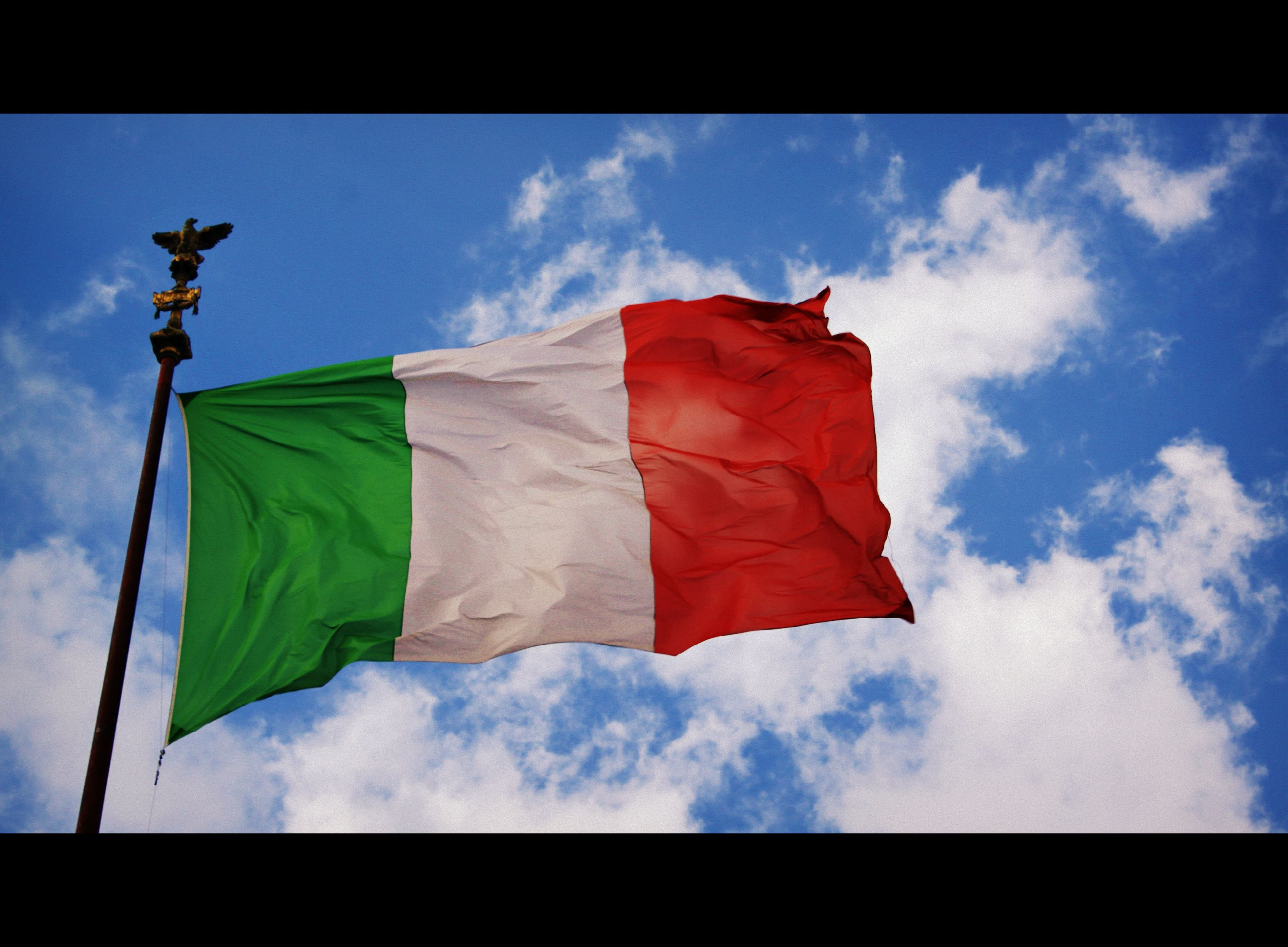 The Italian Flag In Rome Italy Italian Flag Outdoor Decor Wind Sock