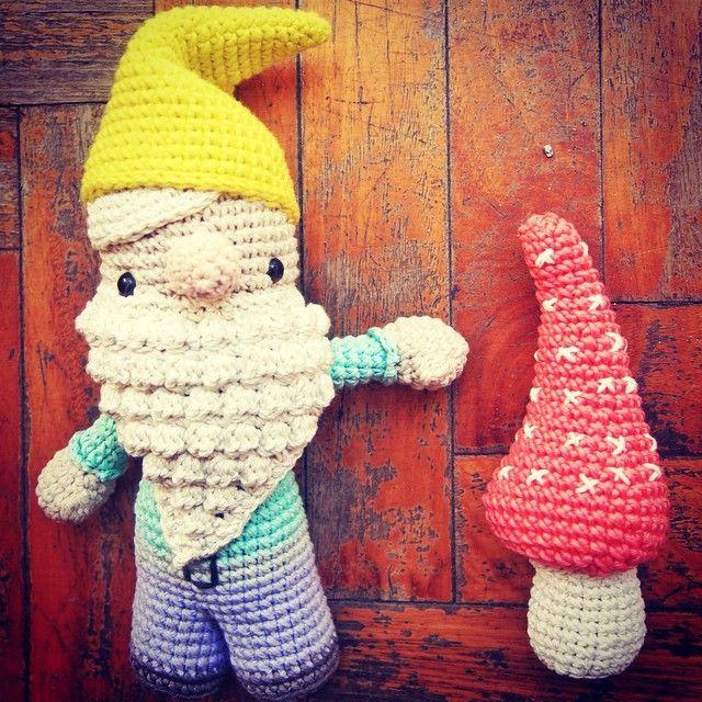 Say hello to my little friend  #amigurumi #arttoy #buenosaires #cotton #crochet #characterdesign #doll #disney #diy #designertoy #decor #ganchillo #handmade #job #japan #kids #lossospechosos #maker #makeraddictz #oneofakind #plush #picoftheday #script #stopmotion #tejidosoloparami #uncinetto #dwarf #zakka