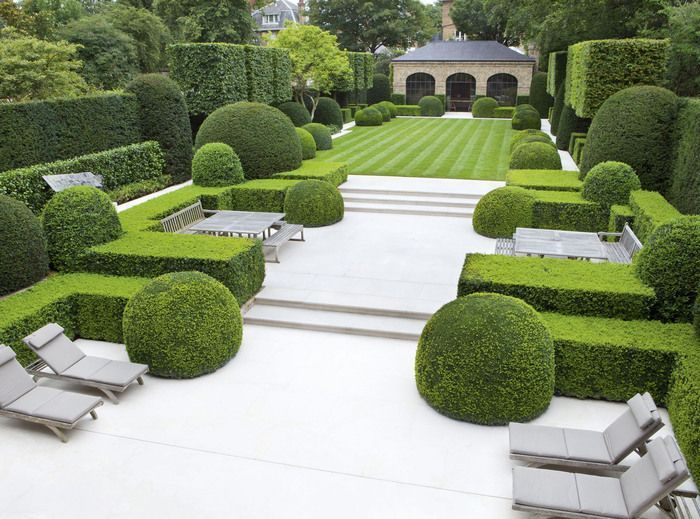 Photo of Elegant, structured outdoor spaces are anything but austere when combined with l…