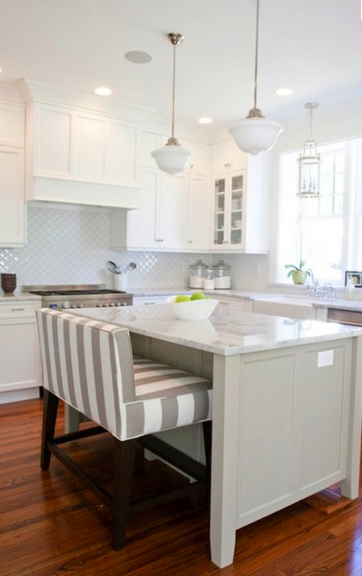 Cushioned Bench At The Island Instead Of Stools Loves It Home Home Kitchens Kitchen Island Bench