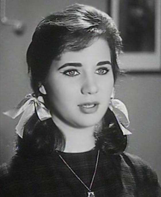 صورة رقم 27 صور فنانات عربيات تفضح قصر قامتهن احداهن طولها 147 سم فقط Egyptian Actress Arab Actress Arab Girls Hijab