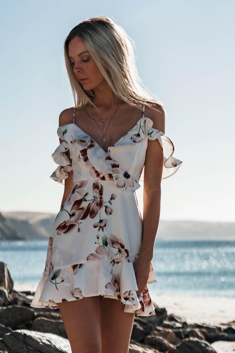 a4303bdae Sin mangas cuello pico Spaghetti Strap playa Floral volante tanque Mini  vestido Casual mujeres vuelo manga vestido de gasa en Vestidos de Moda y ...