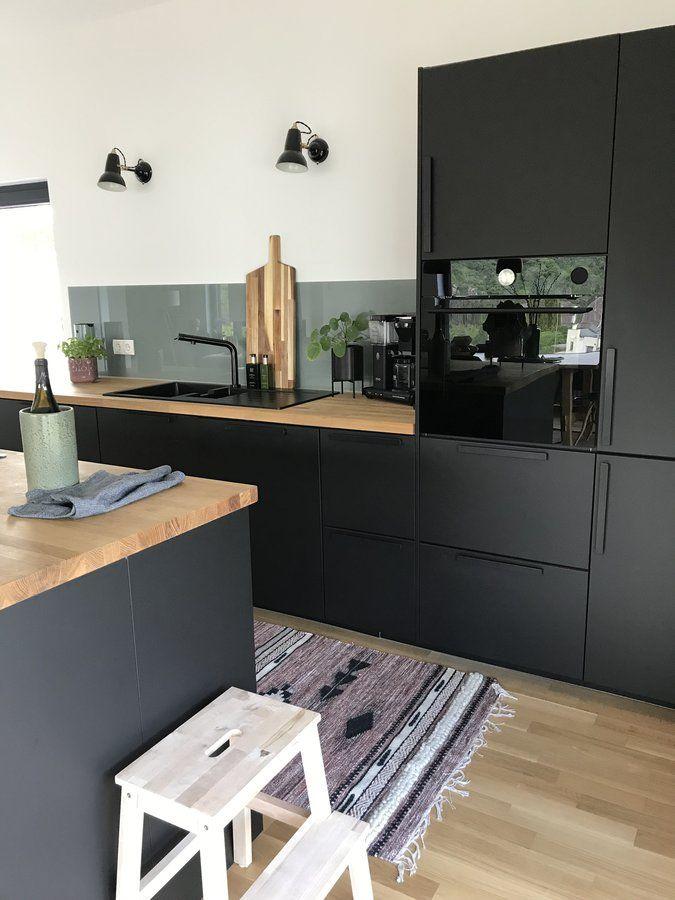 Eine schwarze Küche! Da