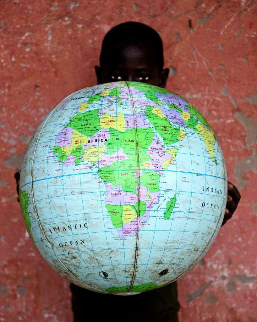 Abbiamo tutti dentro un mondo di cose: Crediamo di intenderci; non ci intendiamo mai!  #Pirandello per #HumanRightsDay