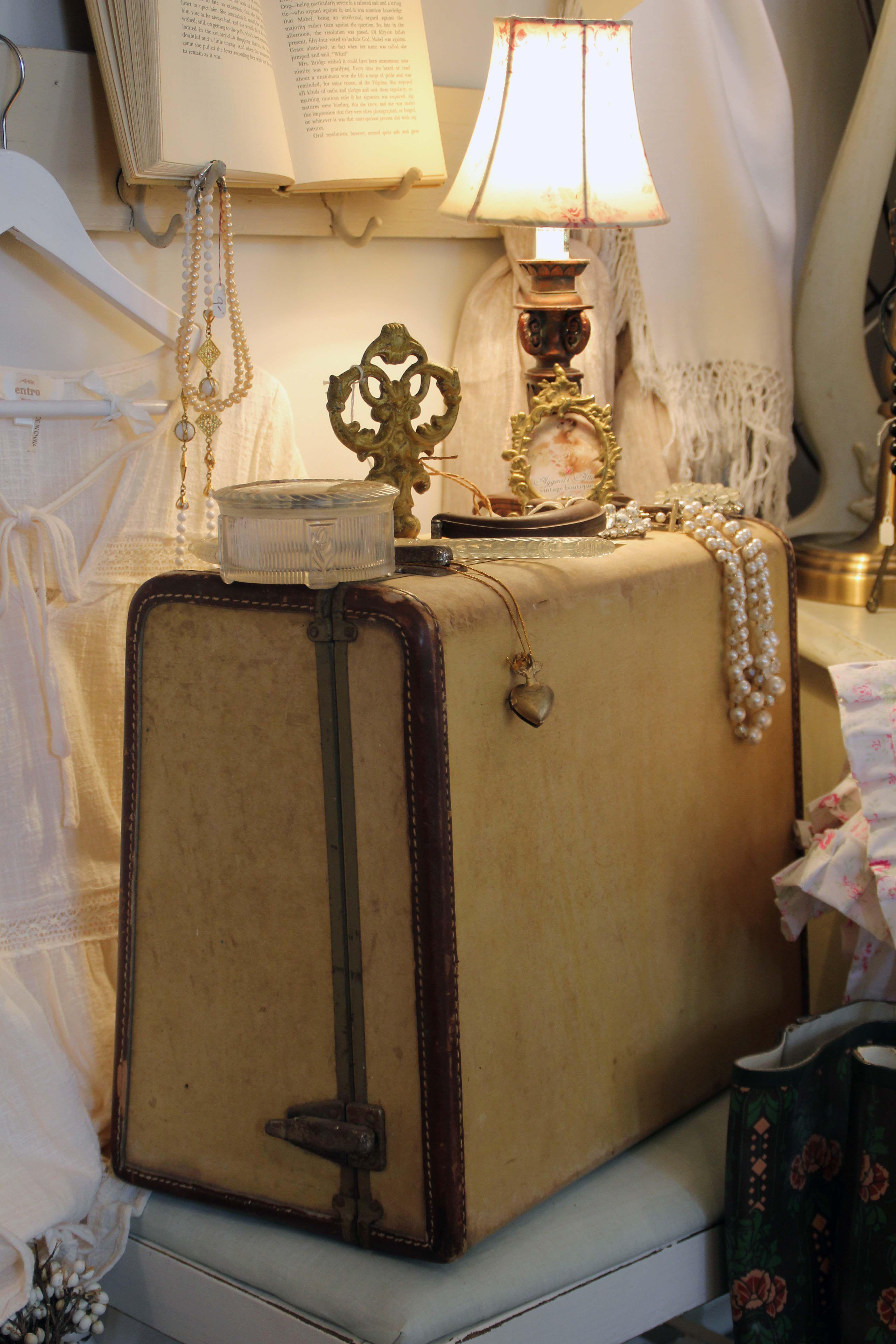 Vintage Boutique Aggieal S Attic In Liberty Mo Vintage Display Antique Shops Kids Boutique