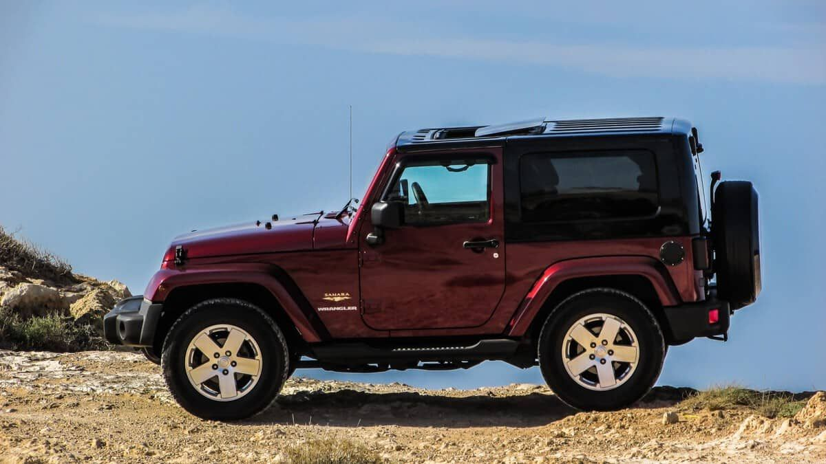 Go The Distance In A Fuel Efficient Jeep Jeep Gas Tank Sizes Hybrid Car Jeep Sport Fuel Efficient