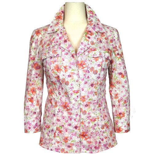 This Button Up blouse is the most versatile in the collection. Wear it to work or pair it with shorts for a summer picnic. Patch pockets complete with a feminine bow, cuffed 3/4 sleeves. Fun floral print or a crisp solid white (not pictured) for that effortless style.