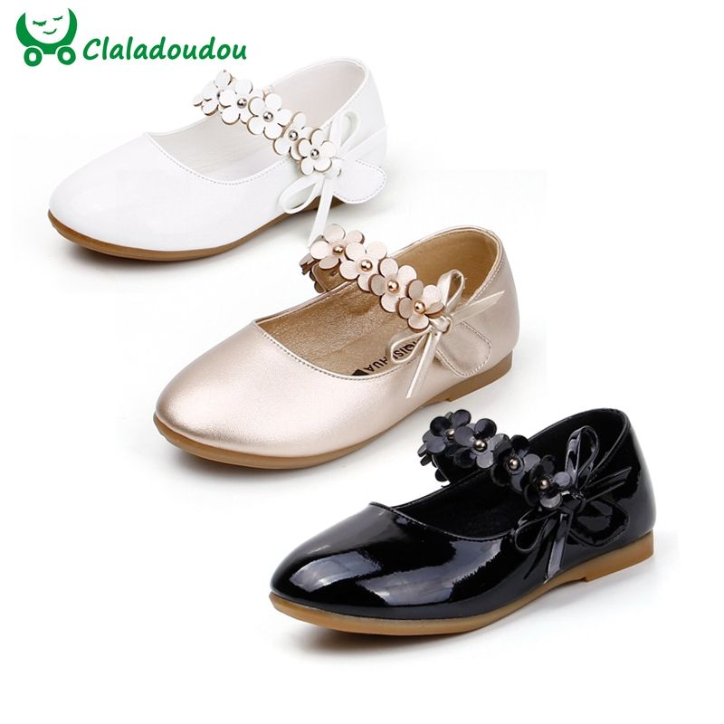 2e078c03b1 Encontrar Más Zapatos de Cuero Información acerca de Niñas vestido blanco  Zapatos modelos flor princesa Zapatos pu cuero estudiantes coreanos 3 color  bebé ...