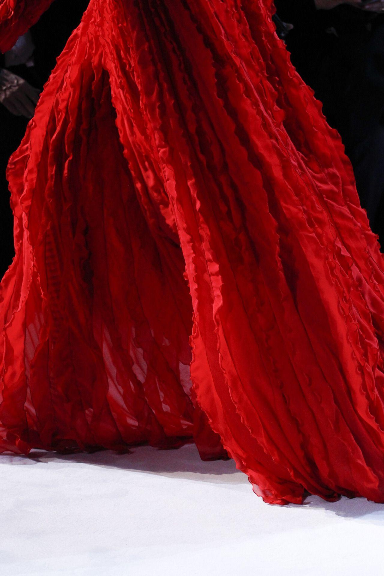 RUNWAY ELEGANCE: GIAMBATTISTA VALLI   ZsaZsa Bellagio - Like No Other