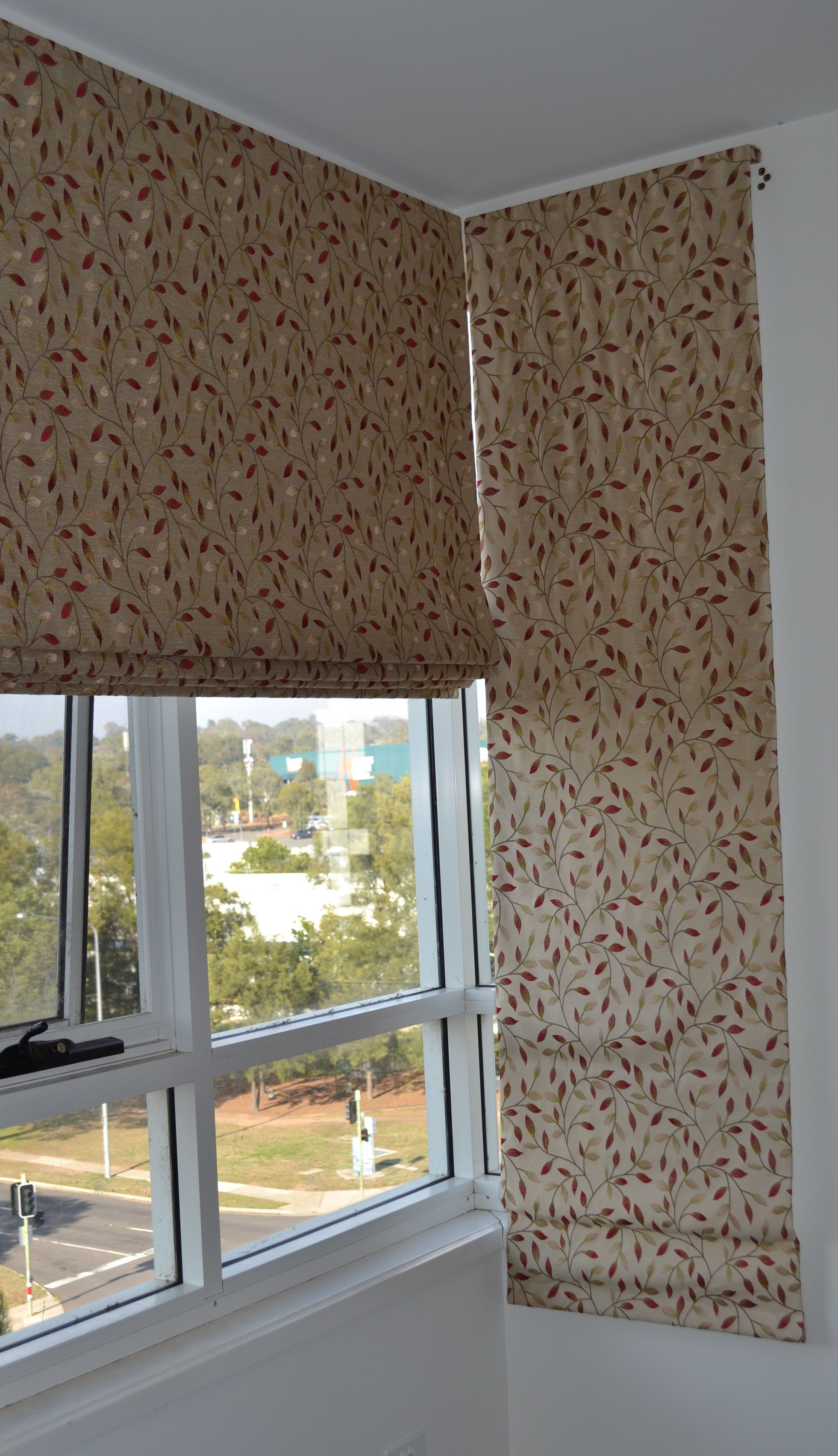 roman blind can be suitable for corner windows roman blinds pinterest. Black Bedroom Furniture Sets. Home Design Ideas